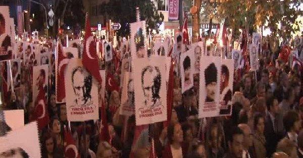 Kılıçdaroğlu, Kadıköy'deki Büyük Cumhuriyet Yürüyüşü'ne Katıldı
