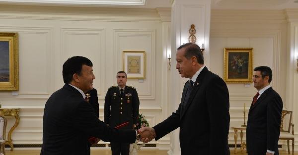 Kırgızistan Büyükelçisinden Cumhurbaşkanı Erdoğan'a Güven Mektubu