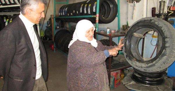 Lastik tamircisi Vesile Teyze'ye, Kaymakam'dan Kadınlar Günü ziyareti