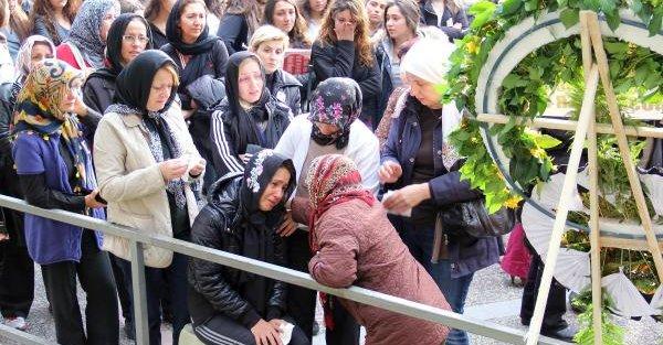 Liseli Tuğra, Halı Sahada Kalp Krizi Geçirip Öldü (2)