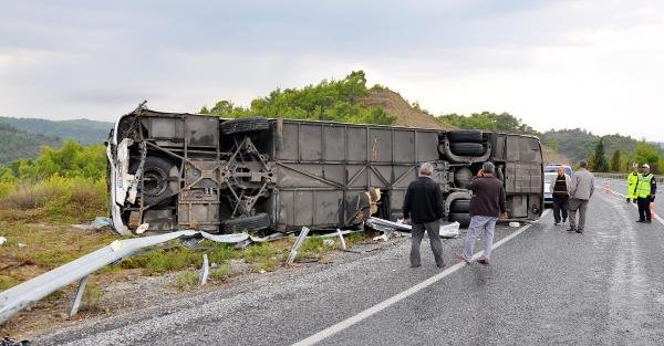 Manavgat'ta Yolcu Otobüsü Devrildi: 14 Yaralı