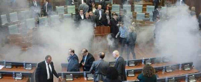 Meclis'te gaz bombaları patladı