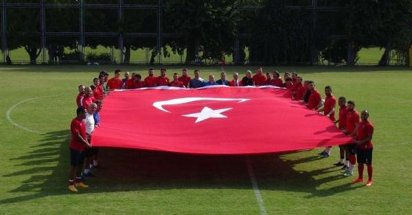 Mersin İdmanyurdu Futbolcuları Cumhuriyet Bayramı Kutladı