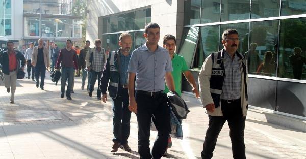 Mersin'de Gözaltındaki 18 Polis Adliyeye Sevk Edildi