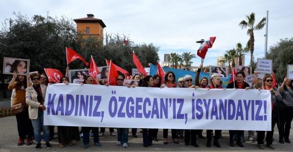 Mersin'de kadınlar Özgecan için yürüdü