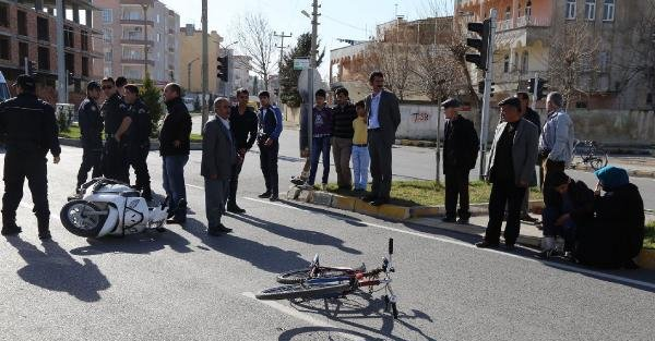 Motosiklet bisiklete çaptı: 2 yaralı