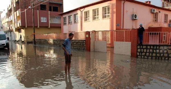 Nusaybin'de Dolu Ve Sağanak Yağış Sele Neden Oldu
