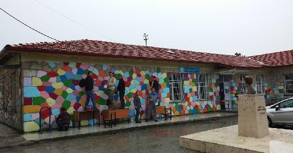 Okulu kendileri boyadılar