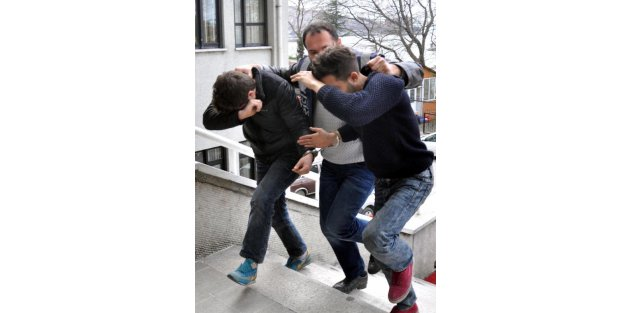 Polisten kaçan 4 kişide 30 gram bonzai ele geçirildi