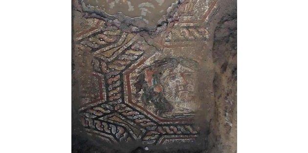 Roma mozaiklerinin üstüne önce ahır sonra asfalt yapıldı