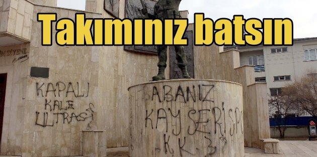 Şehitler anıtına holigan saldırısı: Maçınız da batsın takımınız da