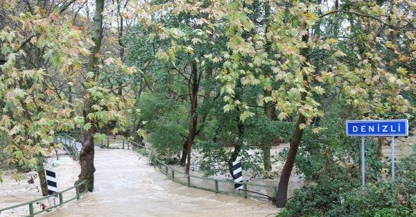 Şile'de  Dere Taştı, Köprü Kapandı