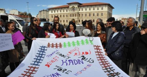 Sivas'ta kadına yönelik şiddete 'tabutlu' tepki
