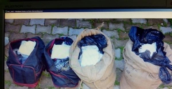 Suriye plakalı otomobilde 490 bin uyuşturucu hap ele geçirildi