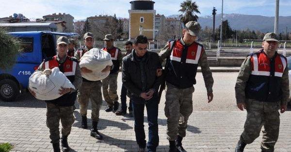 Suriye plakalı otomobilde 490 bin uyuşturucu hap ele geçirildi (2)