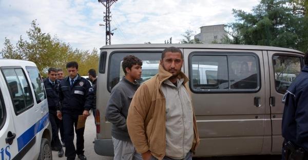 Suriyeliler 67 Saka Kuşu İle Yakalandı