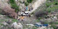 Salihli'de kaza, otomobil uçuruma yuvarlandı, 3 ölü var
