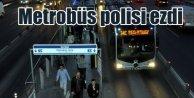 Metrobüs, seyyar satıcı kovalayan polisi ezdi