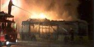 Sultangazi'de belediye otobüsünü ateşe verdiler