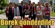 Vatandaşlar Mehmetçik için pasta börek yaptı yolladı