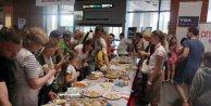 Ukraynalı Turistler Dalaman#039;da törenle karşılandı