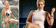 58#039;lik Sharon Stone#039;dan meydan okuyan bikini pozu!