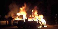 PKK'lı kundakçılar Bağcılar'da 5 aracı ateşe verdi