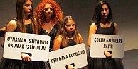 Siyah Gelinlik ile protesto: Çocuk gelinlere dikkat