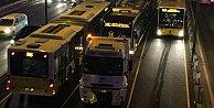 Metrobüs arızalandı, uzun kuyruklar isyan ettirdi