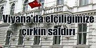 Büyükelçiliğimize ırkça saldırı: Hakaret dolu pankart astılar