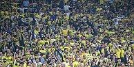 Fenerbahçenin şampiyonluk maçı ünlüler geçidine sahne oldu