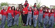 Türkiyenin lisanslı ilk kadın seyisleri mezun oldu