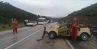 Yolcu midibüsü otomobille çarpıştı,ölü ve yaralılar var