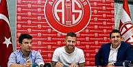 Menez Antalyaspor#039;da imzayı attı