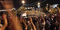 İsrail polisi Mescid-i Aksanın kapısındaki demirleri de kaldırdı