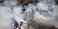 İsrail polisi Mescid-i Aksaya çıkan yollarda cemaate saldırdı