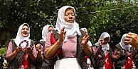 Köylü kadınların türkü aşkı koro kurdurdu