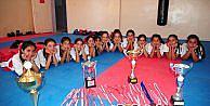 Köylü kızlar ön yargıları şampiyonlukla kırdı