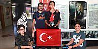 Öğrencilerden 15 Temmuz için ay yıldız çizen robot