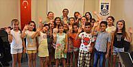 Rengarenk çocuklardan 9 dilde barış mesajı