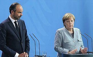 Almanya Başbakanı Merkel: Türkiye konusunu Avrupa Konseyinin gündemine aldık