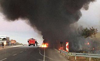 Bursa'da kamyonla çarpışan iki otomobil alev aldı: 2 ölü, 1 yaralı