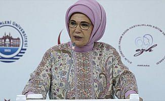 Emine Erdoğan: Normal doğumu teşvik eden bir dönüşüm başlatmalıyız