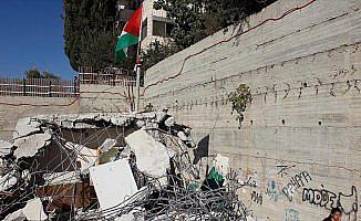 İsrail Filistinlilere ait binayı yıktı
