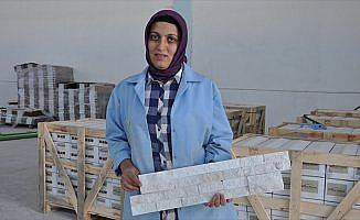 Kadın girişimci ekmeğini 'mermer patlatarak' kazanıyor