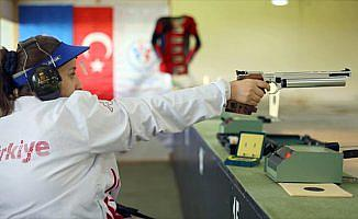 Milli sporcu Ayşegül Pehlivanlar'dan dünya rekoru