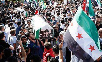 Suriyeli aktivist kadın ve gazeteci kızı toprağa verildi