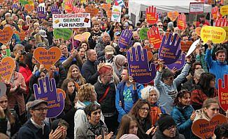 Almanya'da aşırı sağcı AfD protesto edildi