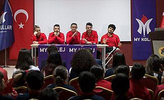 Ampute futbolcular öğrencilerle buluştu