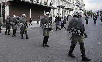 Atina'da anarşist bir grup İspanya Büyükelçiliğini bastı